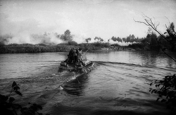 "Операция ""Багратион"". Танки генерала Асланова форсируют реку Вилию. Фото БЕЛТА"